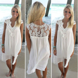 2019 weißes spitzenkleid lose Frauen kleiden Sommer beiläufiges sleeveless loses Kleid Dame Hollow Out White Tunic Lace Beach Dress Plus Size rabatt weißes spitzenkleid lose