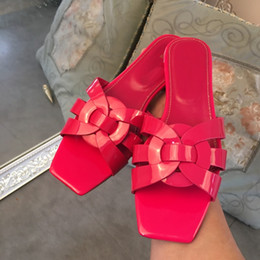 2020 zapatos de charol al aire libre de las mujeres Cuero genuino Amarillo Negro Shinny Patente Mujer Pisos Zapatillas Zapatos Casual al aire libre Dama Zapatos Zapatos Gladiador de verano Tamaño del diseño 35-42 zapatos de charol al aire libre de las mujeres baratos