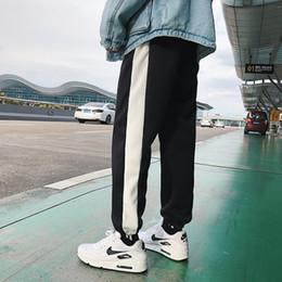 2019 calças de veludo para homens preto 2018 New INS Listras de Outono E Inverno Além de Veludo Calças Casuais Feixe de Pernas Duas Calças Largas Perna Homens Preto / Branco / Roxo M-2XL calças de veludo para homens preto barato