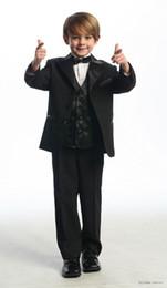 5t vestito nero solido Sconti Di alta qualità tre pulsanti Black Notch Risvolto del ragazzo usura formale Occasione bambini Smoking smoking abiti da sposa (giacca + pantaloni + Vest + Tie) K26