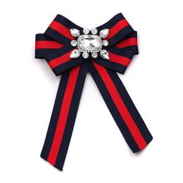 Clásico Clip de tela Mujeres Tie Bow Broches Caliente Moda Encantadora Bowknot Encanto Declaración Bufanda Broches Prendedores Accesorios de Vestir desde fabricantes