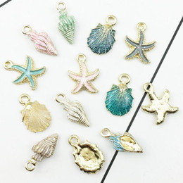 collar de conchas de mar Rebajas 13 UNIDS Conch Sea Shell Colgante DIY Encantos Joyas Colgantes Collares Mujeres Hombres Unisex Moda Joyería de Moda Regalo de la playa