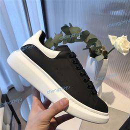Laço de couro barato on-line-Sapatos Casuais baratos Lace Up Designer Conforto Bonita Menina Mulheres Sapatilhas Sapatos De Couro Casuais Homens Mulheres Sneakers Estabilidade Extremamente Durável
