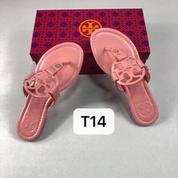 Home Sapatos Acessórios Chinelos Detalhe do produto Nova moda Modelos femininos Chinelo pele de carneiro Sandália pele de carneiro de Fornecedores de uniformes de cozinha