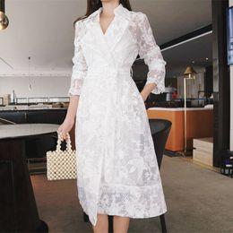 Primavera verano encaje blanco bordado Trench Coat para mujer moda elegante  gabardina larga Ccasaco Feminino Windbreaker C5273 rebajas abrigos bordados  ... 66f1a8804629