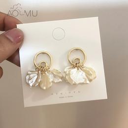 2019 orecchini di disegno della corea AOMU 2019 Corea Fashion Design creativo cerchio geometrico nappa guscio in metallo oro orecchini per le donne gioielli da sposa femminile sconti orecchini di disegno della corea