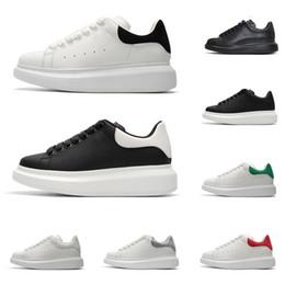 sapatos casuais para homens negros Desconto Novos alexander mcqueens sapatos de grife para mulheres dos homens tênis de plataforma de moda triplo preto branco vermelho camurça de couro mens confortável sapato casual plana