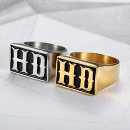 Letras de anillos de oro online-MC HD Letras Hombres Anillo Punk Rock Hip Hop Joyería de Moda Anillos Masculinos Oro Color Plata Titanio Acero Inoxidable Biker Band DCR064