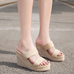 chaussures à talons Promotion Chaussures pour femmes talon haut compensé Pantoufles Fashion Open Toe Weaving Flats Beach Weaves Chaussures Sandales Romaines Pantoufle extérieure