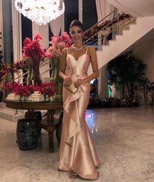 2019 fora do ombro pegar vestido de baile 2019 Sexy Ouro Satin Sereia Vestidos de Baile Longo Árabe Vestido de Noite Vestidos de Babados Vestido de Festa Formal Gala