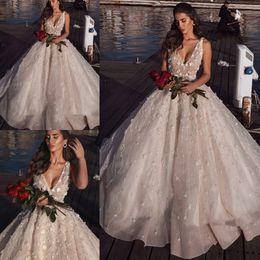 Vestidos nude glamorous on-line-Glamorous V-Neck vestido de baile vestidos de casamento 2019 sem mangas apliques vestidos de noiva Sexy praia vestidos de casamento Custom Made