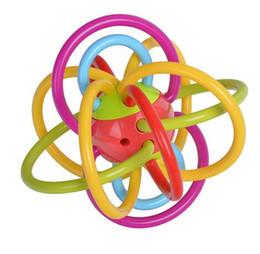 Juguetes de manhattan online-Plástico de calidad alimentaria para bebés Sonajeros blandos Bola 0-12 meses Mobile Manhattan Hand Bell Actividad Desarrollo Teether Juguetes para bebés