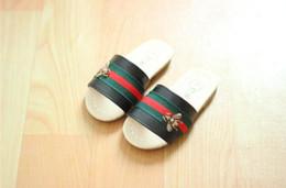 Kızlar Sandalet Bebek Terlik Küçük arı Çocuk Yumuşak alt Erkek Kız Yaz Yeni Prenses Ayakkabı Ev Ayakkabı 450 nereden