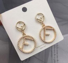 2019 marcas exageradas americanas carta perla Círculo Pendientes de joyería para las mujeres regalo del partido envío libre 240 desde fabricantes