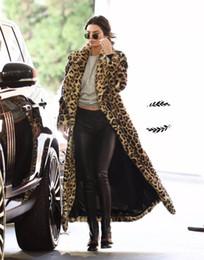 2019 abrigo de lana rosa con volantes Escudo de piel falsa de invierno de las mujeres leopardo imprimió la solapa del cuello Cardigan Escudo caliente Outwear largo del estilo casual Ropa