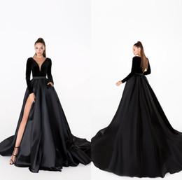 Vestidos de noche negros Escote en V Terciopelo Una línea Tren de barrido Falda de satén Manga larga Vestido de fiesta barato Vestidos de alta división sexy formales desde fabricantes