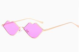 2019 gli occhiali da sole sexy all'ingrosso 2019 Nuova personalità Labbra Donne Occhiali da sole Retrò Piccola montatura in metallo Occhiali da sole Occhiali colorati sexy Occhiali 8 colori all'ingrosso gli occhiali da sole sexy all'ingrosso economici