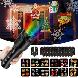 Linterna rgb online-Proyector de navidad luces linterna de proyección con 12 diapositivas de patrón cambiable proyector de mano de navidad halloween festival de pascua decoración
