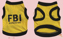 abrigos fbi Rebajas XUCHUN 2019 FBI Pet Ropa para perros Camiseta de moda Ropa suave para perros Ropa para mascotas Camisa de algodón de verano Abrigos casuales para mascotas pequeñas Caliente