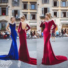 Vestido de diamantes de imitación online-2020 magnífico vestidos de noche de la sirena del Rhinestone moldeado del tren de barrido sin respaldo formal del partido de los vestidos por encargo de terciopelo largo vestido de baile
