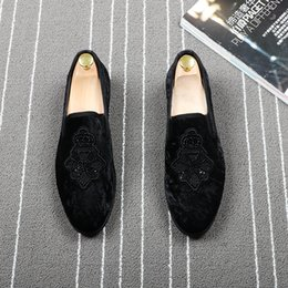 2019 zapatos coreanos del partido del estilo Ocasional de los hombres de estilo coreano de vaca transpirable zapatos de cuero de gamuza negro joven caballero fiesta de la boda slip-on de conducción zapato hombre holgazán zapatos coreanos del partido del estilo baratos