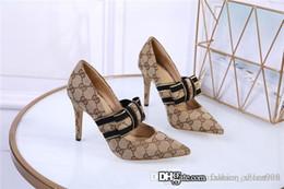 2019 sandalias negras gruesas talon Los nuevos zapatos de cuero del crin especiales para las mujeres Los últimos zapatos de vestir formal de la manera clásica con tacones altos y puntiagudos con la caja