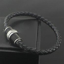 Diseño de lujo pulseras de cuero negro brazalete para hombres acero inoxidable hebilla de tornillo en color negro ajuste muñeca perímetro 165-185mm tienen caja desde fabricantes