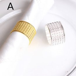 tisch-designs für hochzeiten Rabatt Serviettenringe Gold Silber Shiny Metall Serviettenringe für Hotel Hochzeit Bankett Serviette Tuch Ring Tischdekoration Freies Verschiffen