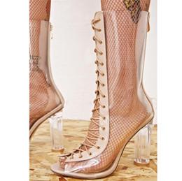 2019 botas abertas para trás Mulheres sexy claro transparente bezerro-alta botas PU material de volta zip aberto toe frente lace up palmilha de pele de carneiro de saltos altos desconto botas abertas para trás