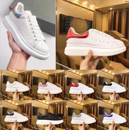 Женская свадебная плоская белая обувь онлайн-Лучшие Роскошные дизайнерские туфли женские мужские тренеры белые кожаные туфли на платформе плоские повседневные свадебные туфли замшевые спортивные кроссовки
