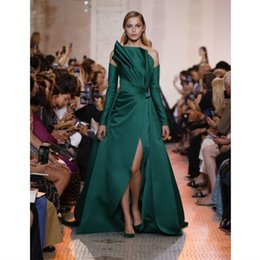 2019 Elegante Satén verde Una línea Vestidos de noche Mangas largas Vestido de fiesta Costado personalizado Split Zuhair Murad Fiesta Vestidos formales Robe De Soiree desde fabricantes