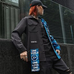 2019 chemisiers en coton patchwork Les hommes rouges plaid bleu patchwork vintage hip hop longue chemise streetwear homme casual coton chemise blouse irrégulière deign koszula chemisiers en coton patchwork pas cher