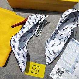Nuevos vestidos de moda online-Nuevos tacones de mujer de moda en 2019 Cómodo material de cuero Impresión 3D en flash de zapatos de vestir Uppers talla 35-42 X1