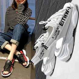 Scarpe focaccine coreane online-Muffin vecchie scarpe casual con suole spesse scarpe da spiaggia estate femminile primavera estate 2019 nuova versione coreana di sandali sportivi selvatici