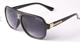New Square Óculos De Sol de Designer Senhoras Óculos De Sol Das Mulheres Quadro Grande Espelho Óculos De Sol Para A Fêmea 9012 de