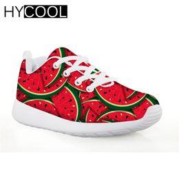 HYCOOL Zapatos de fútbol para niños Sandalias rojas con estampado de sandías para niñas Lace-up Mesh Kids Soccer Shoes Boys Running 2019 desde fabricantes