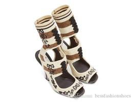 2019 botas abertas para os tornozelos Listrado Stretch Malha Ankle Boots Mulheres Open Toe Bordado Chunky Sapatos de salto alto Sapatos de Runway Mulher Recortes Meia Botas de Verão botas abertas para os tornozelos barato