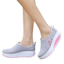 Maillage oscillant en Ligne-Nouvelles chaussures pour femmes Chaussures de mode décontractées Plate-forme de marche Augmenter la hauteur des femmes Mocassins Respirant Air Mesh Swing Wedges Shoe
