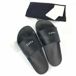 Chaussures d'été pour hommes en cuir en Ligne-Paris Designer De Luxe Hommes Femmes D'été Sandales De Plage Slide Luxe Pantoufles Dames Casual Chaussures Imprimer En Cuir Couleur Unie 36-46 Avec Boîte