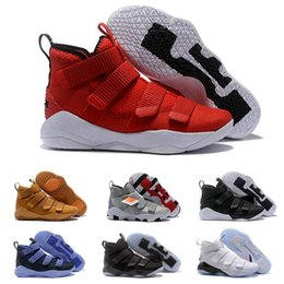 Scarpe da basket lebron 11 online-2019 nuovo LeBron Soldier XI 11 Blu Navy uomini / donne Scarpe da Basket Drop Shipping Famous Mens scarpe da basket Taglia 7-12