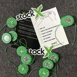 M wölbung online-Stockx Shop Schuhe Marken Stock X Grün Rund Tag RCode Aufkleber Flyer Plastikschuh Buckle Verifiziert X Authentic Grün Tag Großhandel Einzelhandel