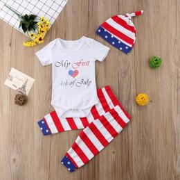 Benim İlk 4 Temmuz Kıyafet 3 ADET Bebek Kız Kıyafet Seti Amerikan Bayrağı Bodysuit Yıldız Tayt Pantolon Şapka Kap Yenidoğan Unisex Bebek Kıyafetleri nereden