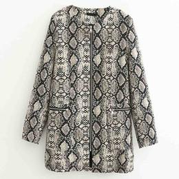 Patrones largos chaquetas con estilo online-FIRSTTO elegante patrón de serpiente chaqueta de manga larga con cremallera bolsillos color de contraste Outwear moda mujeres medio largo Tops abrigo