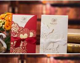 Invitaciones de boda artesanías online-2019 Más nuevo chino Playa blanca Elegante hueco Invitaciones de boda Tarjetas Suministros de artesanía Invitaciones nupciales Corte por láser