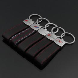 100 ADET Yeni Moda Deri 3D Sline Logo Sticker Deri Anahtarlık araba Audi Sline RS R Benz AMG için Anahtarlık Anahtarlık nereden