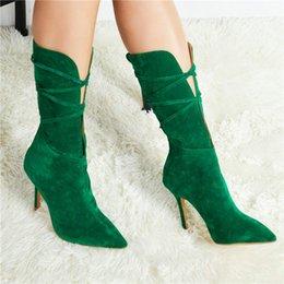 Женщины зеленые каблуки онлайн-Бренд дизайнеры женщины зеленые туфли на шпильках середины икры сапоги замша вырезы высокие каблуки обувь женщины крест-накрест острым носом Гладиатор сапоги