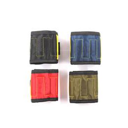 2019 tela magnética Pulsera magnética de 290 mm con 5 piezas de imanes fuertes Herramienta de bolsillo de tela Oxford Bolsa de herramientas de electricista para tornillos de sujeción tela magnética baratos