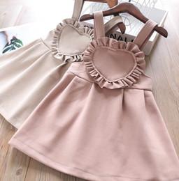 Бежевые подтяжки онлайн-Девочки шерстяные подтяжки платье дети рябить любовь сердце принцесса платье детская одежда плиссированные платья осень новая девушка одежда розовый бежевый F10228