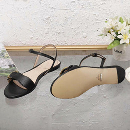 2019 chunky sandálias de salto baixo Sandália de couro mais novo das mulheres de luxo sandálias Moda Verão Low-heel Mulher Designer sandálias tamanho 35-41 Modelo 524631 chunky sandálias de salto baixo barato