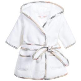 Menino de pijama on-line-Crianças Pijamas Robe Novos Meninos Meninas Rosa Com Capuz Roupões de Banho Crianças Bebê Pijama Casa Desgaste Do Bebê Roupão de Banho Dos Desenhos Animados Do Bebê Branco Toalha De Banho